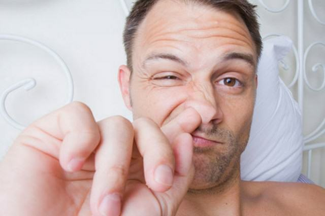 Disgusting Things That All Lads Secretly Do UNILAD nose pick36637 640x426