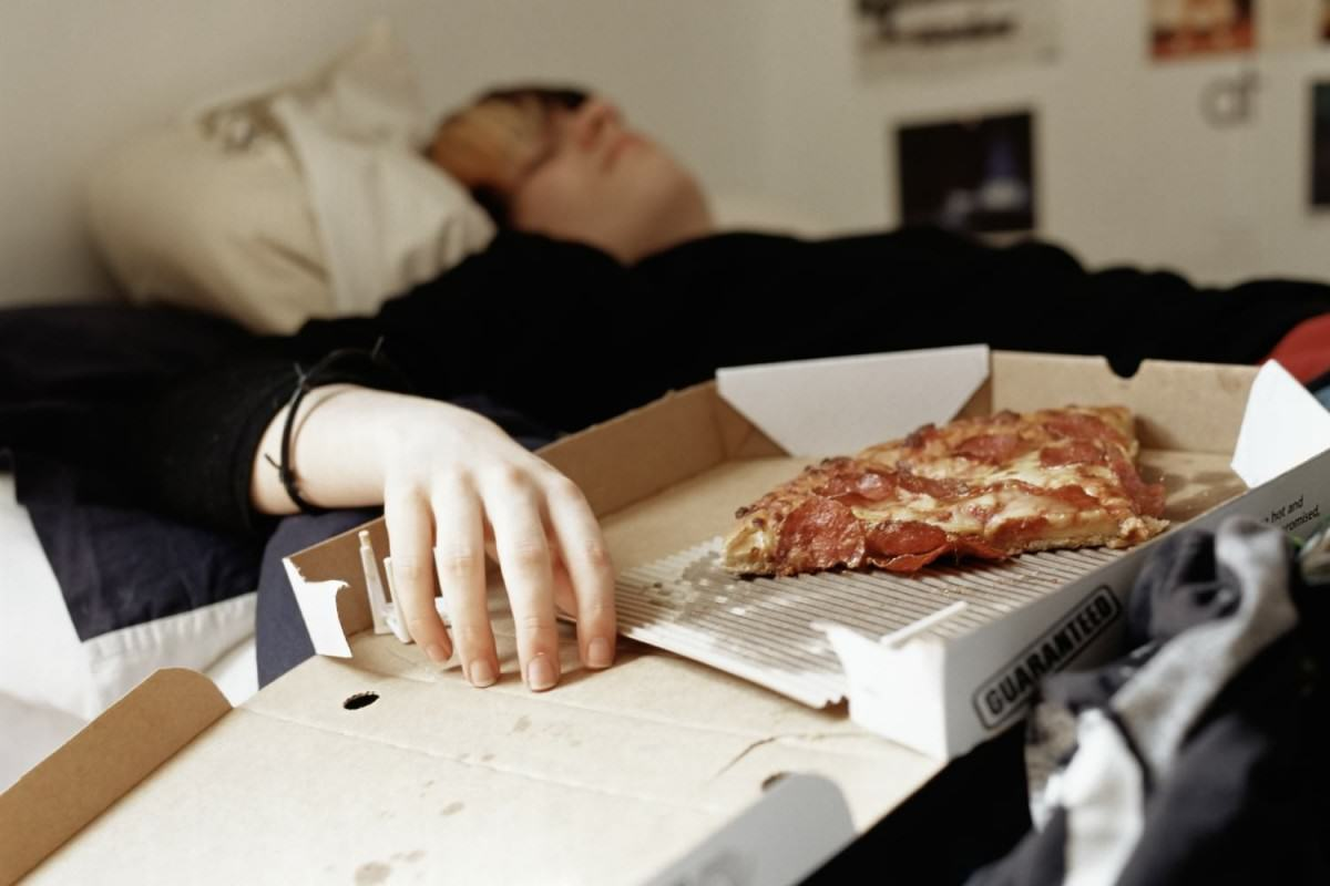 Our Generation Is Spending A Stupid Amount Of Money On Takeaways UNILAD o PIZZA BED 8946759995 1200x800