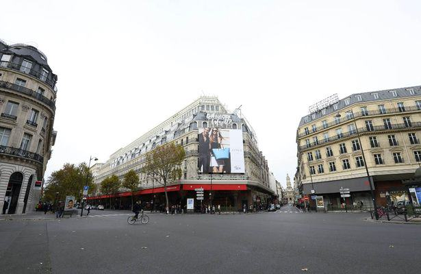 Sobering Images Of A Deserted Paris Following Terror Attacks UNILAD paris deserted 383988