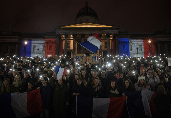 Heres How Cities Around The World Mourned And Memorialised The Paris Attack Victims UNILAD paris memorials 1 NEW98090