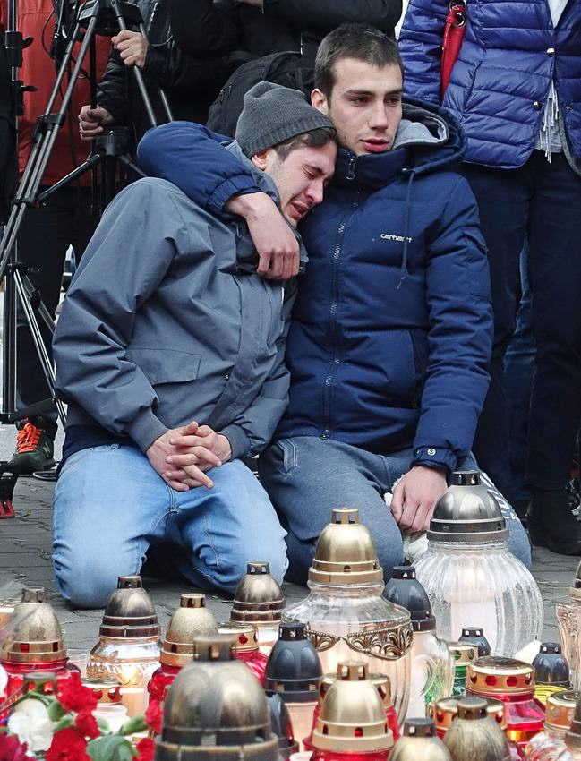 Heres How Cities Around The World Mourned And Memorialised The Paris Attack Victims UNILAD paris memorials 1061387