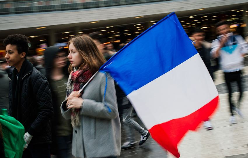 Heres How Cities Around The World Mourned And Memorialised The Paris Attack Victims UNILAD paris memorials 1428002