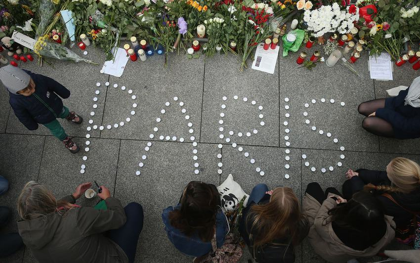 Heres How Cities Around The World Mourned And Memorialised The Paris Attack Victims UNILAD paris memorials 259559