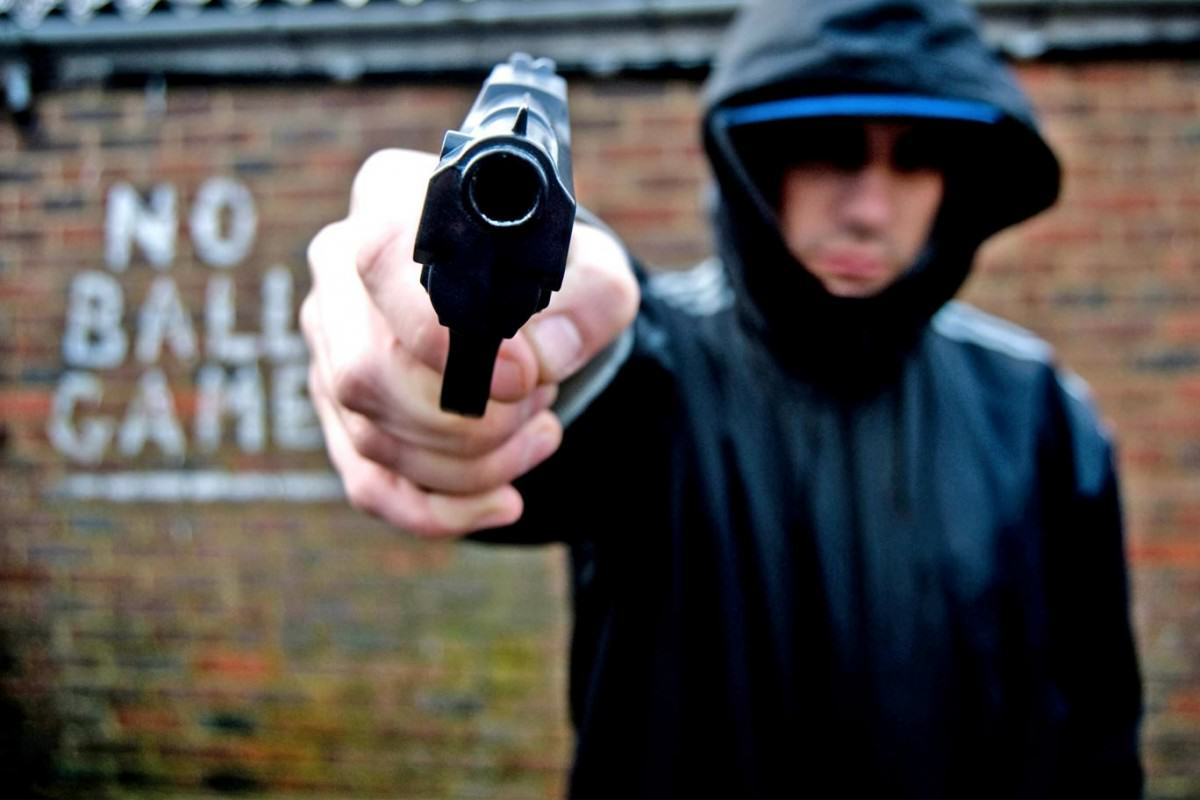 This Is Why Brits Shouldnt Lecture Americans On Gun Control UNILAD pg 19 gun crime alamy34908 1200x800