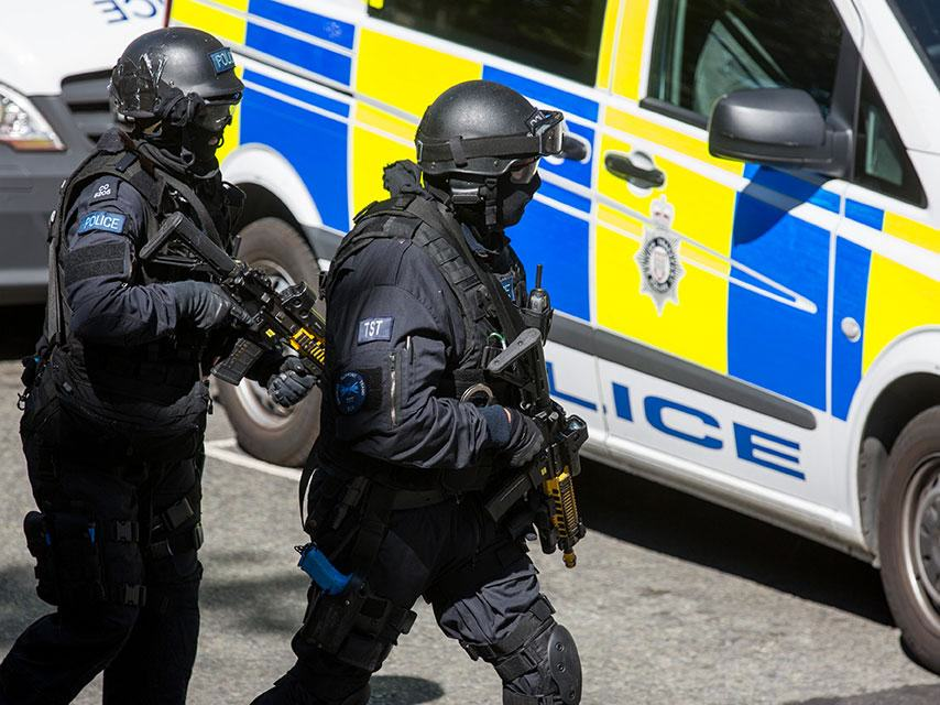 This Is What The Government Says We Should Do In A Paris Style Attack UNILAD police61197