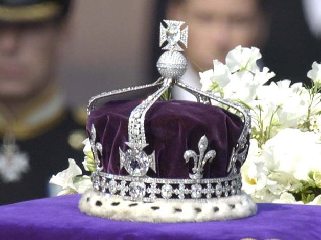 India Is Suing The Queen Because They Want Their Stolen Diamond Back UNILAD queen jewel 171408