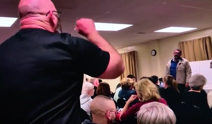 Man Storms Mosque Meeting, Shouts All Muslims Are Terrorists At Speaker UNILAD racist 128711
