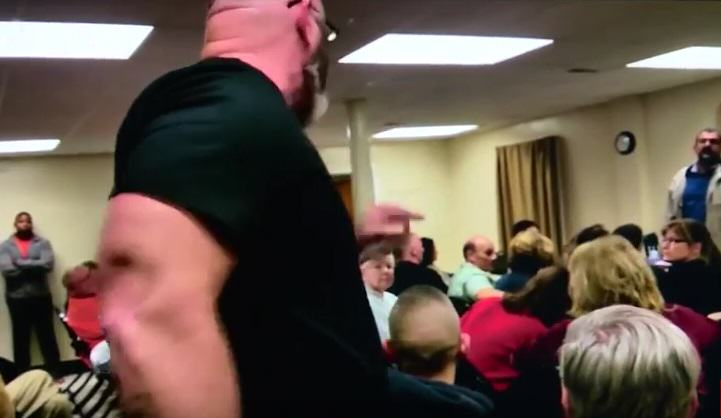 Man Storms Mosque Meeting, Shouts All Muslims Are Terrorists At Speaker UNILAD racist 266986