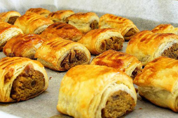 Americans Just Found Out What Sausage Rolls Are And Mind = Blown UNILAD sausage roll 27179