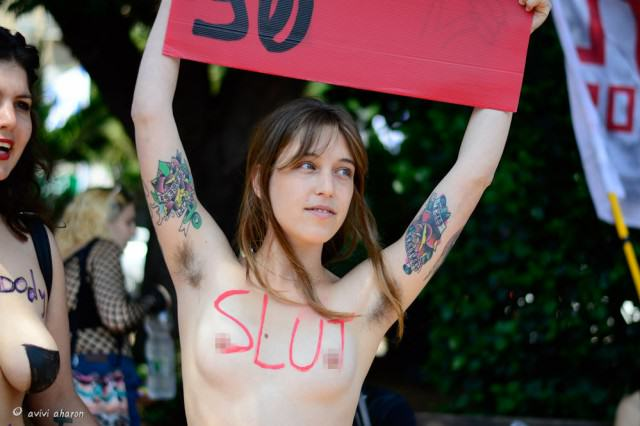 There Are 17 Countries Where Boobs Are Considered More Dangerous Than Guns UNILAD slutwalk258472 640x426
