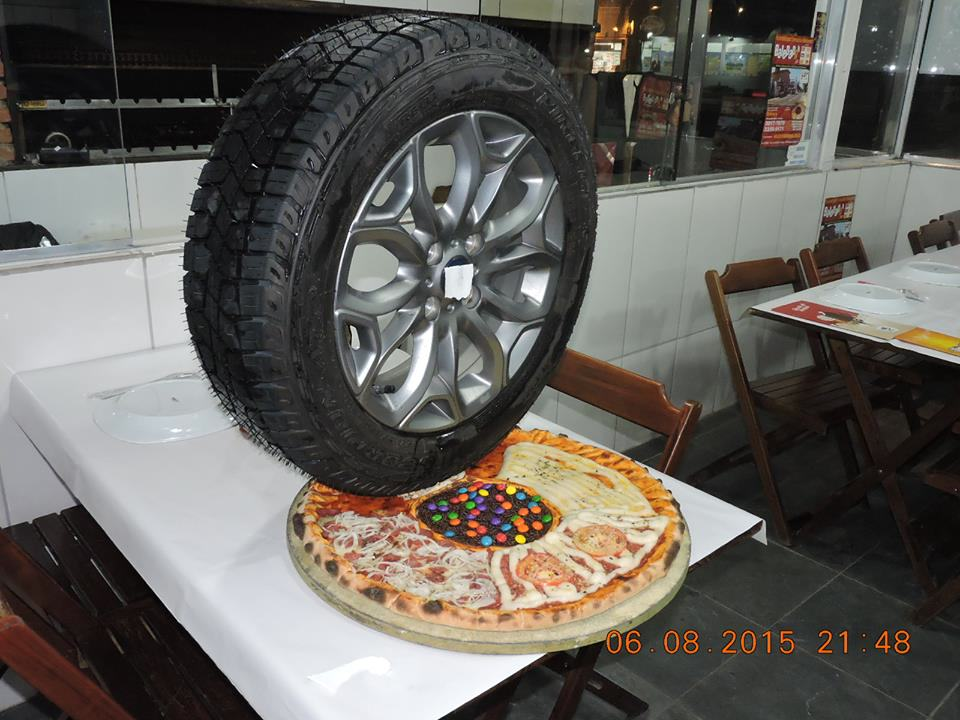 This Is Hands Down The Weirdest Pizza Joint In The World UNILAD t888OuF40784