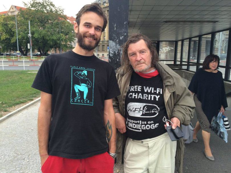 A Charity Is Turning Homeless People Into WiFi Hotspots UNILAD wifi homeless 142378