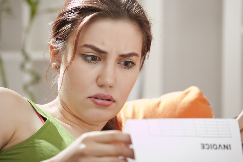 Guy Ruins Exs Life After She Fakes Pregnancy For Money UNILAD woman reading letter9134
