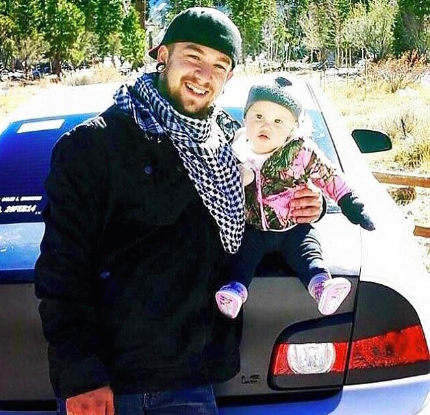 Single Dad, 21, Raises Baby Daughter Alone After Mum Leaves Them dad 43
