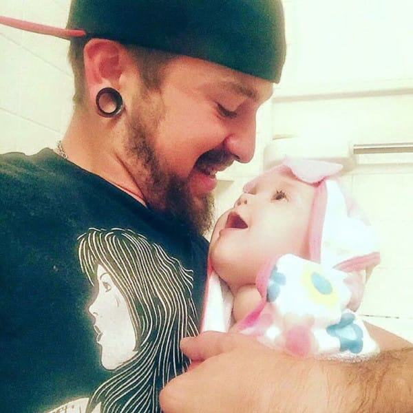 Single Dad, 21, Raises Baby Daughter Alone After Mum Leaves Them dad 51