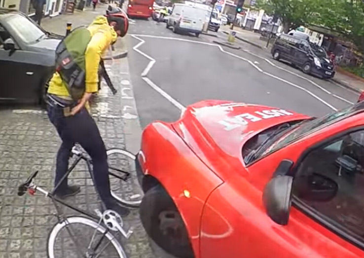 Video Shows Why Cyclists Should Never Undertake Taxi Drivers man hit 2