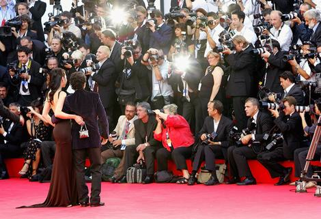 The Five Most Extreme Celebrity Weight Losses and Gains paparazzi lead wideweb  470x32101