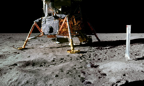 Eight Reasons People Are Convinced The Moon Landings Were A Hoax 090716 04 no crater under big