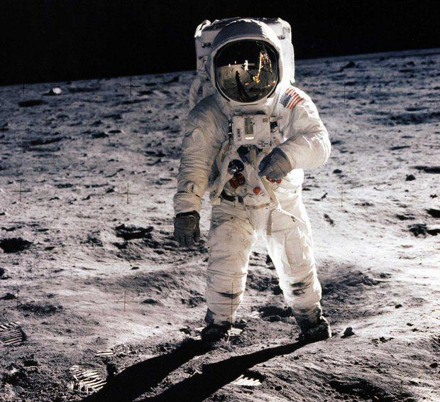 Video Footage Shows Stanley Kubrick Admitting He Faked Moon Landings 359903