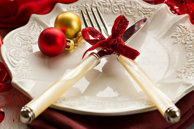 The Worlds Weirdest Christmas Traditions Christmas Place Setting 640x426