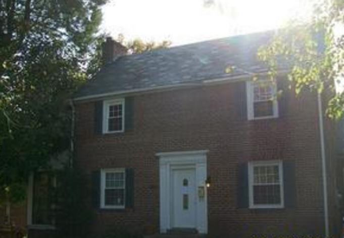 The Five Creepiest Murder Houses You Can Actually Buy Creepy house 2