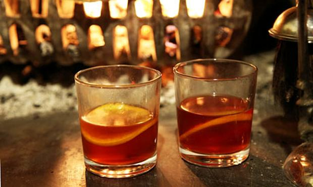 two gllasses of mulled cider