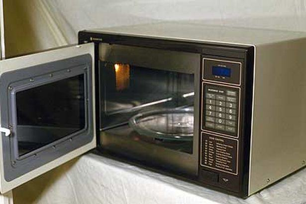 Christmas Food Hacks That Will Impress Your Mates And Family Microwave pic Rex Features 764954600