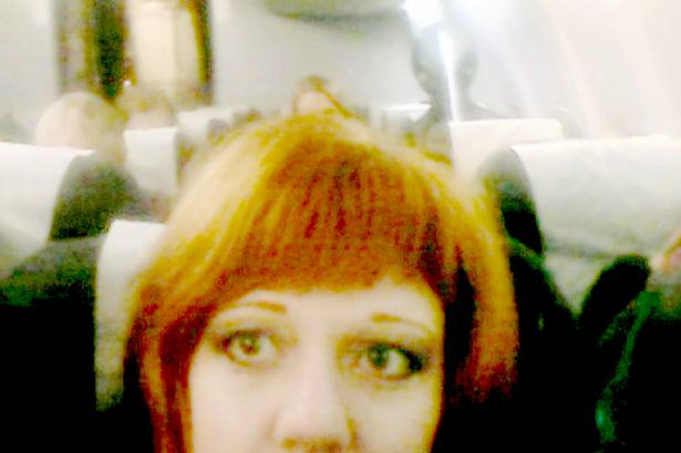 An Alien Photobombed A Womans Selfie, Chilling On A Flight Photobombed by an Alien 1