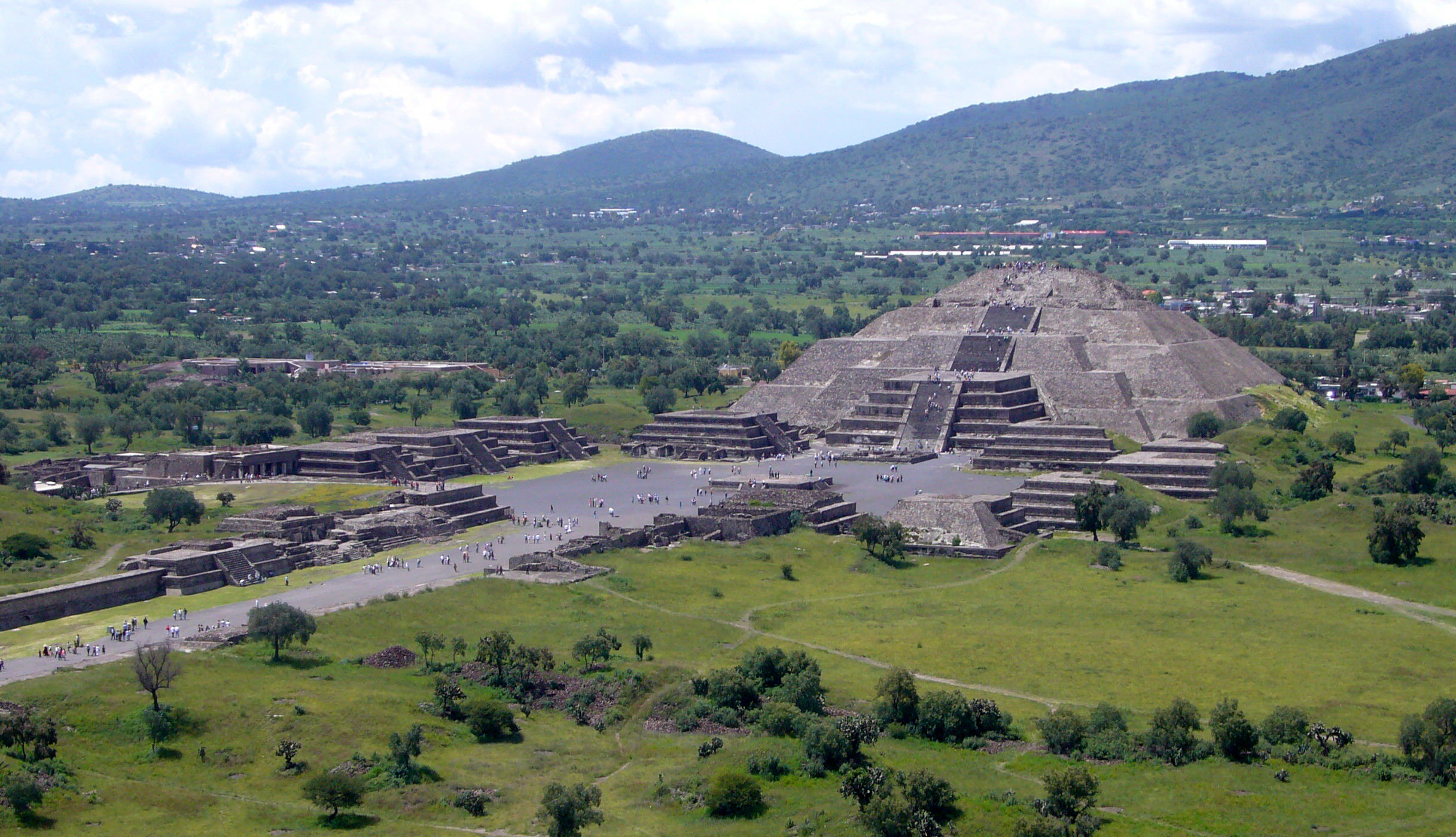 Remains Of Captive Animals Who Ate Humans Found In Mexican Pyramid Piramide de la Luna 072006