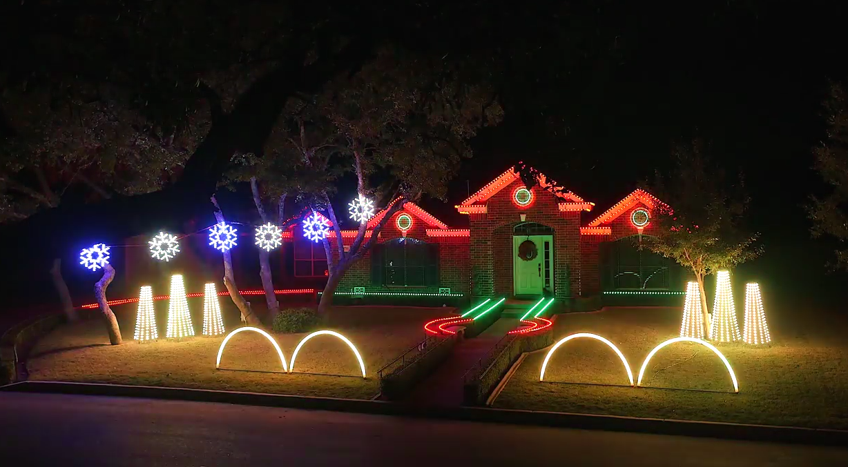 Family Home Lit Up By Incredible Dubstep Christmas Light Show Screen Shot 2015 12 06 at 18.13.26