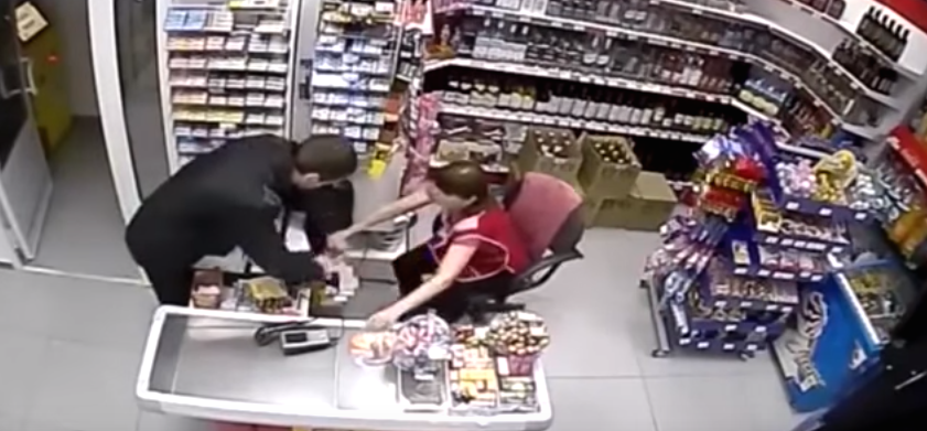 Robber Tries Stealing Cash From Shop, Female Assistant Has None Of It Screen Shot 2015 12 10 at 13.02.42