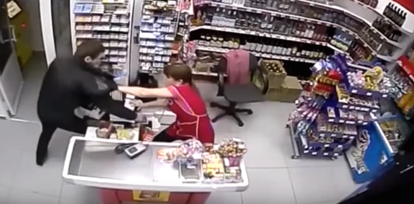 Robber Tries Stealing Cash From Shop, Female Assistant Has None Of It Screen Shot 2015 12 10 at 13.02.50