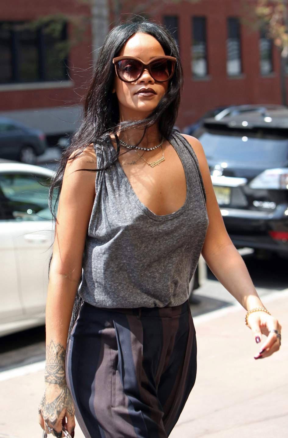 Here Is The Newest Trend Hitting The Red Carpet, Apparently braless9