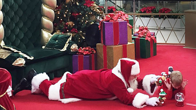 Santa Wins Christmas After Touching Encounter With Autistic Kid bray