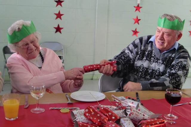 These Are The Things That Everyone Hates About Christmas christmas cracker 2011 640x426