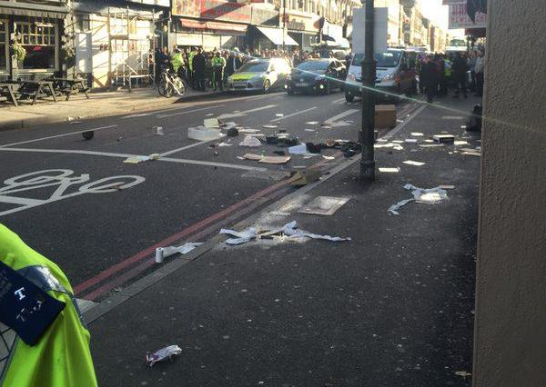 This Guys Live Tweets About Police Cordoning Off London Street Are Great dan3 600x426