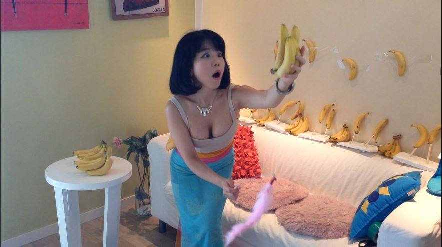 Social Media Cant Get Enough Of This Girl Dancing Seductively With Food fb1