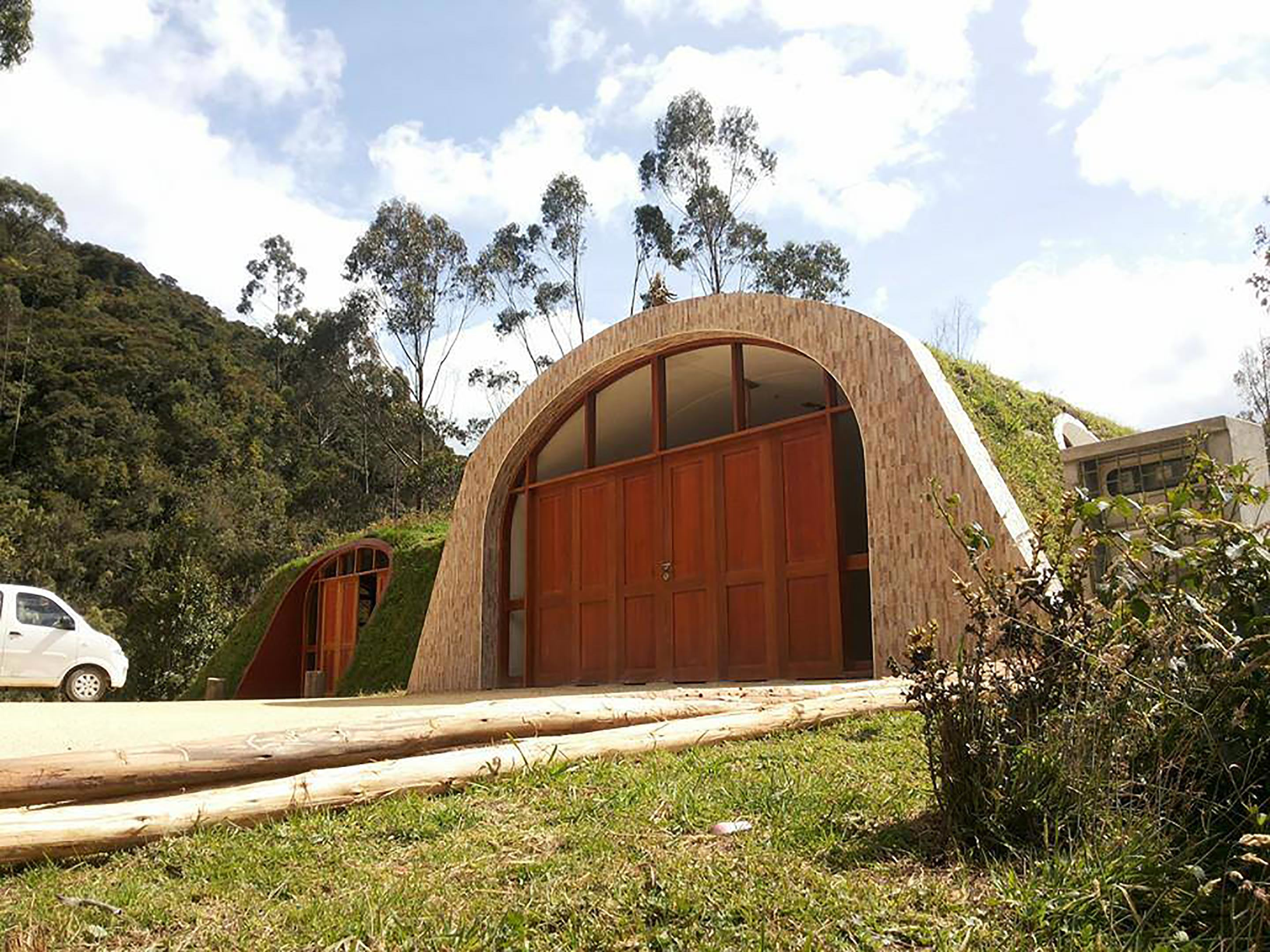 Company Builds Hobbit Houses And You Can Actually Live There house 1