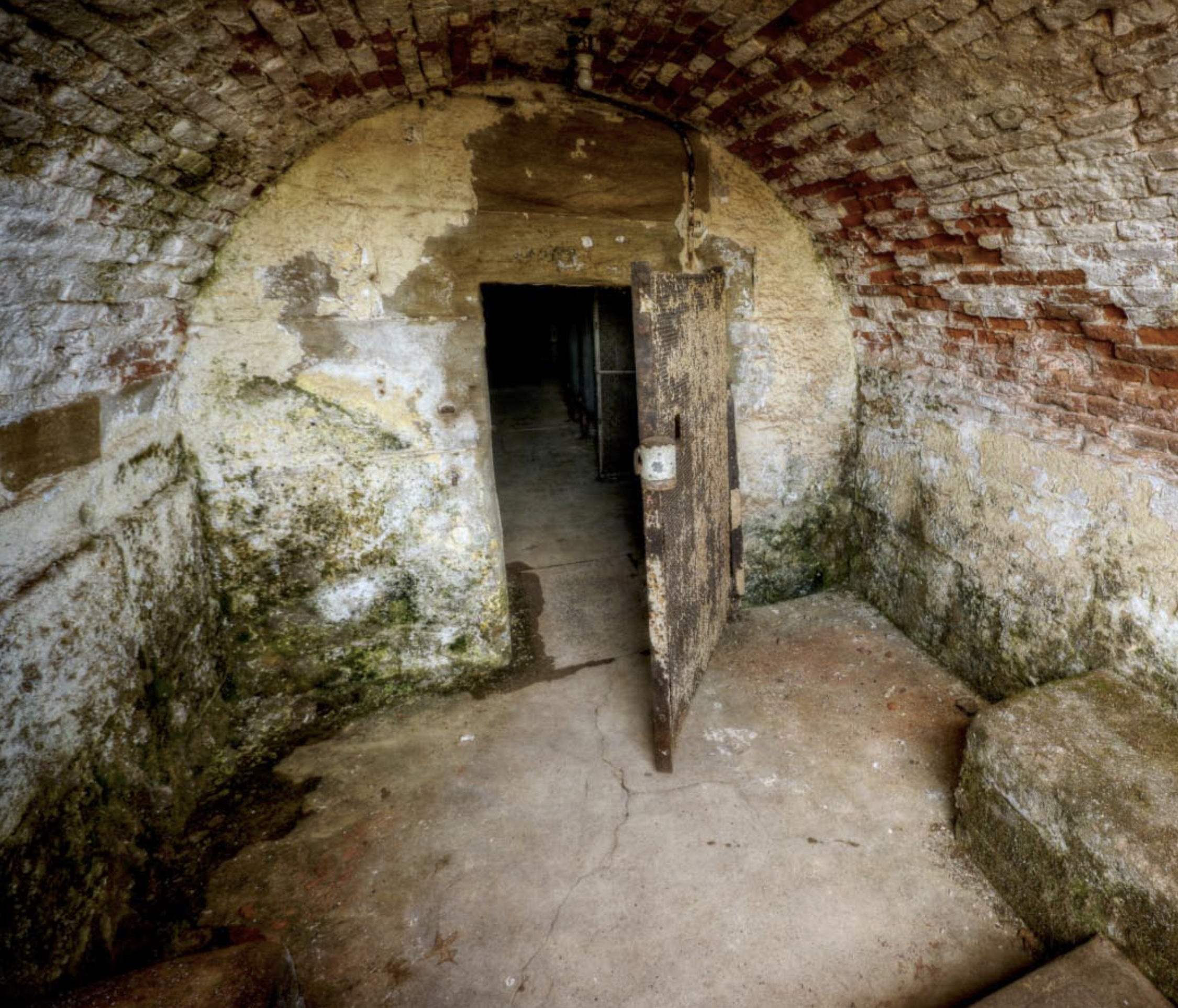 This Abandoned Prison Has Been Opened To Tourists And Its Creepy AF prison20