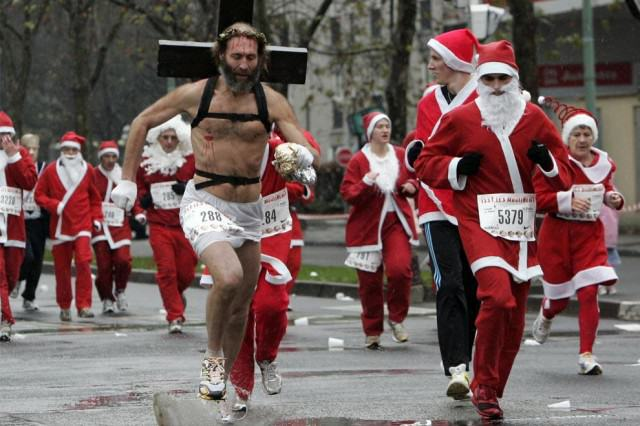 The Worlds Weirdest Christmas Traditions santa race with jesus 640x426