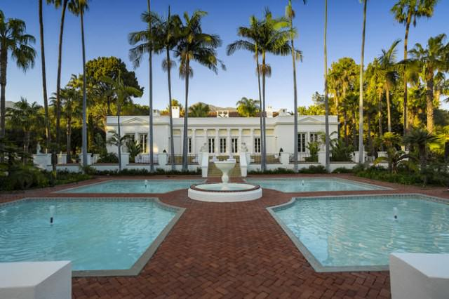 How Is Bruce Willis' House On Sale For $12.9M When It Looks Like This? scarfacehouse1 640x426