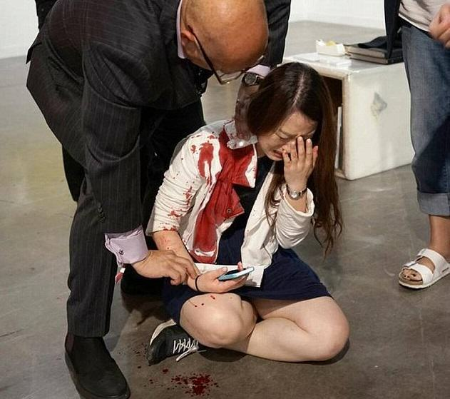 Woman Stabbed At Art Exhibit, Witnesses Think Its Performance Art stabbing 1