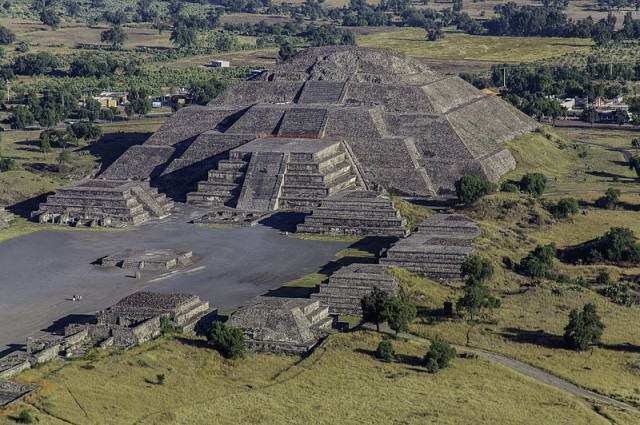 Remains Of Captive Animals Who Ate Humans Found In Mexican Pyramid teotihuacan