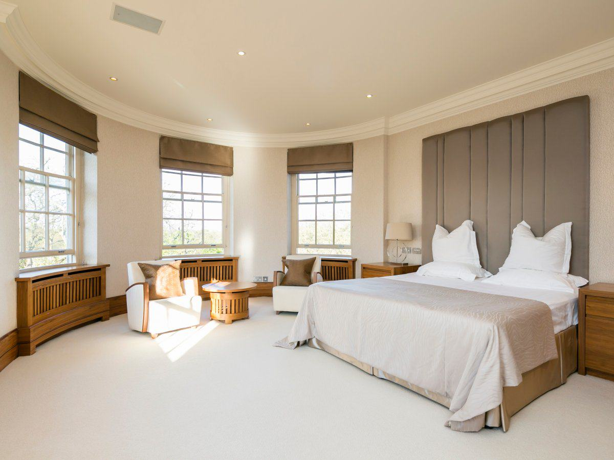 A Look Inside Luxury Flats Overseas Students Are Spending £600 Million To Rent the richest overseas students spend a huge 5000 7701 per week on luxury flats that have bedrooms bigger than the average london flat this is a bedroom in abbey lodge near regents park