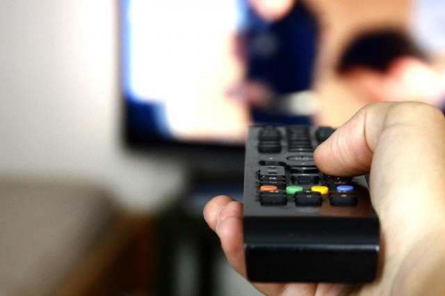 Netflix And Chill Could Be Making You Really Dumb, Apparently tv41 640x426