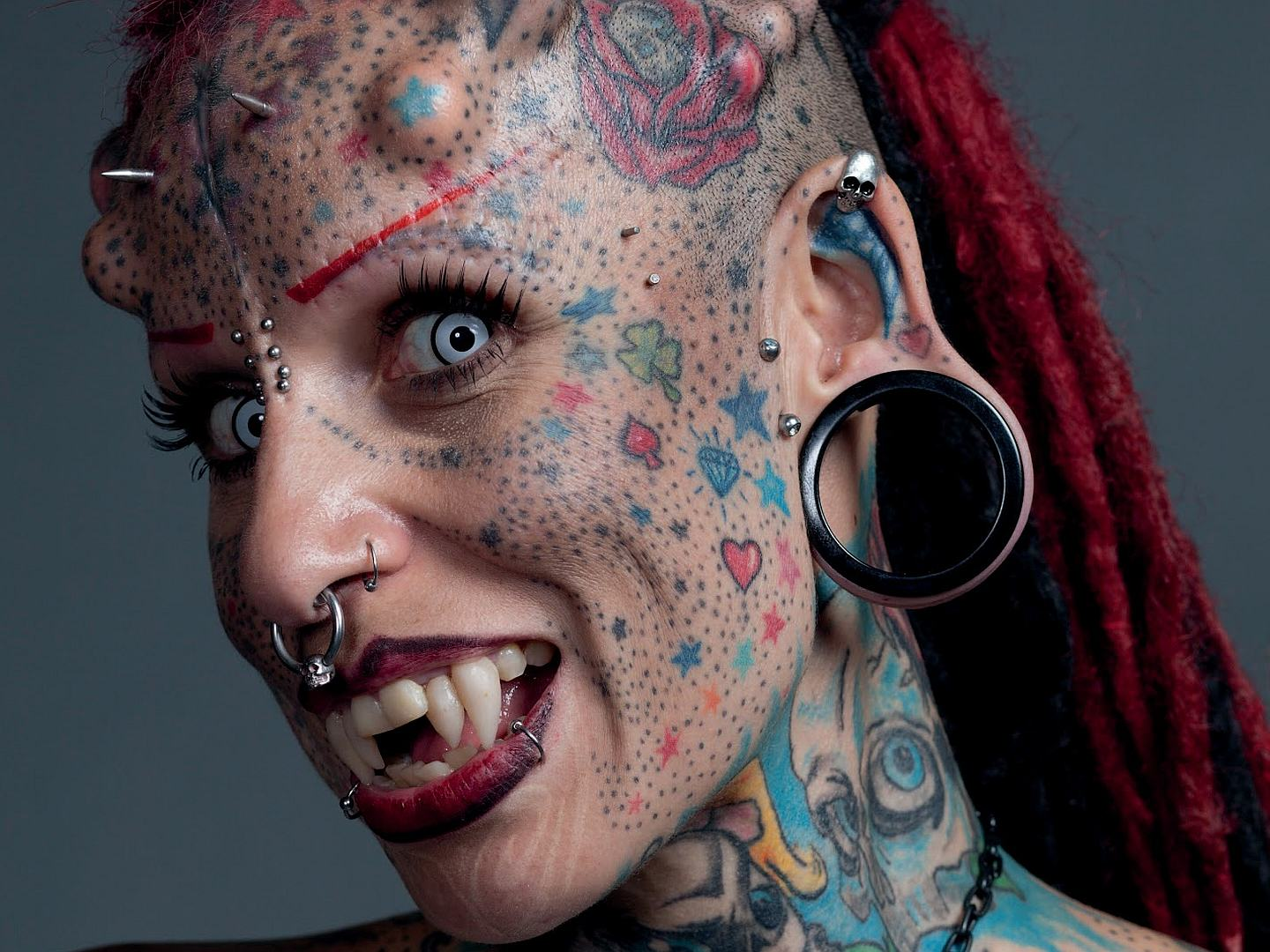 These People Have The Most Bizarre Natural And Unnatural Traits You Can Imagine vamp