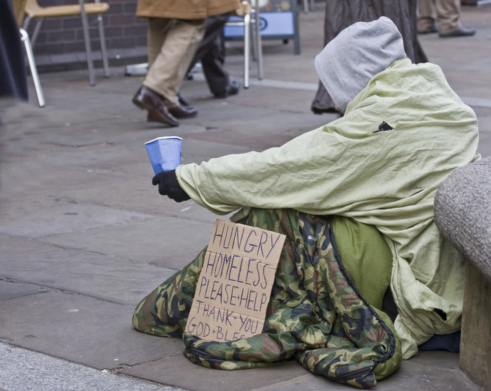 Homeless Man Goes Into Bar Looking For Work, Act Of Kindness Changes His Life xmas homeless 3