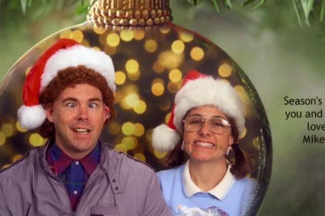 Couples 10 Awkward Christmas Card Photos Might Just Make Your Day xmas4 640x426