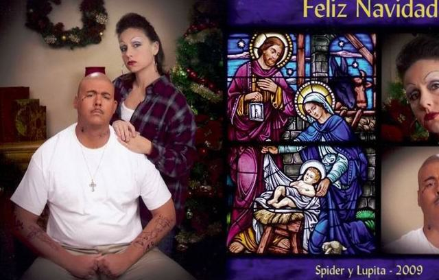 Couples 10 Awkward Christmas Card Photos Might Just Make Your Day xmas7 640x408