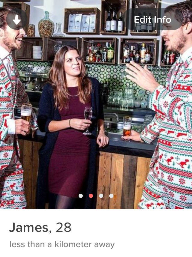Guy Gets 1,609 Tinder Matches In One Week By Wearing Christmas Suits xmassuit4